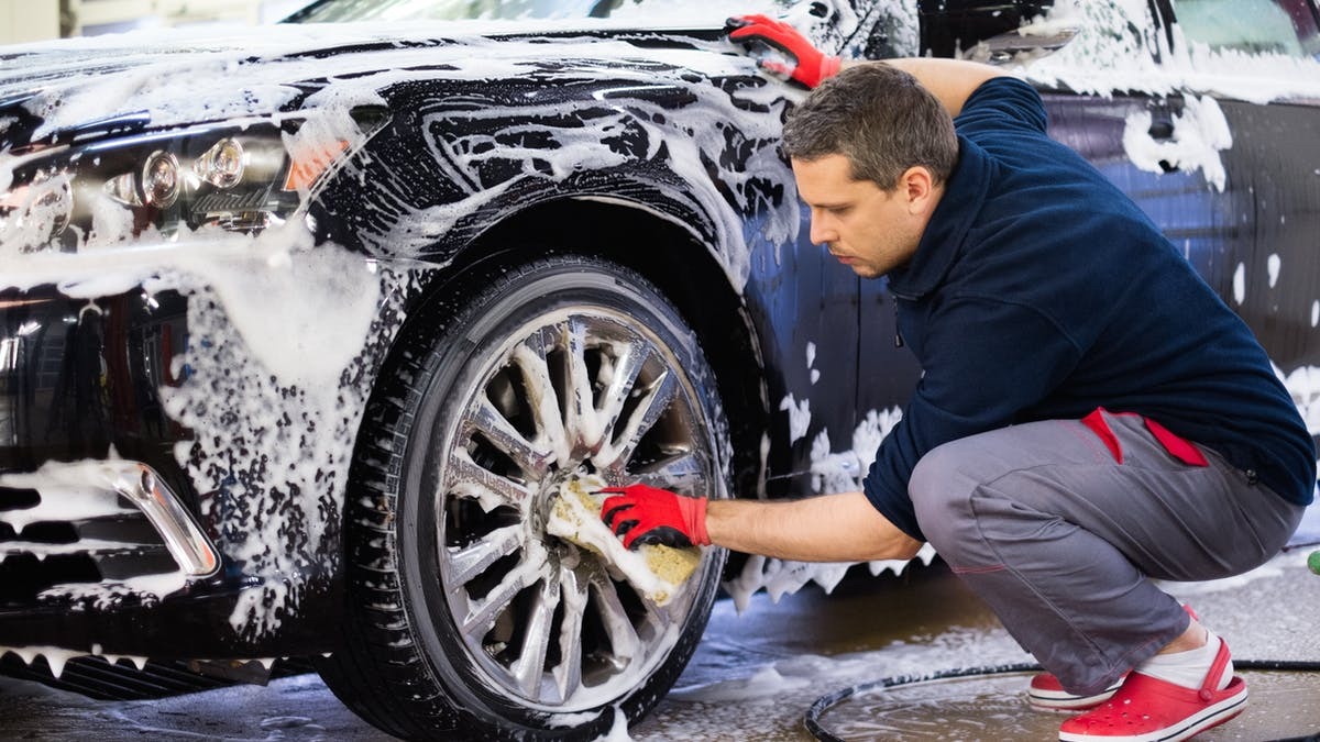 """สิ่งที่ไม่ควรทำระหว่าง """"ล้างรถ"""""""